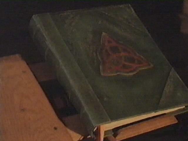 Risultati immagini per libro di incantesimi